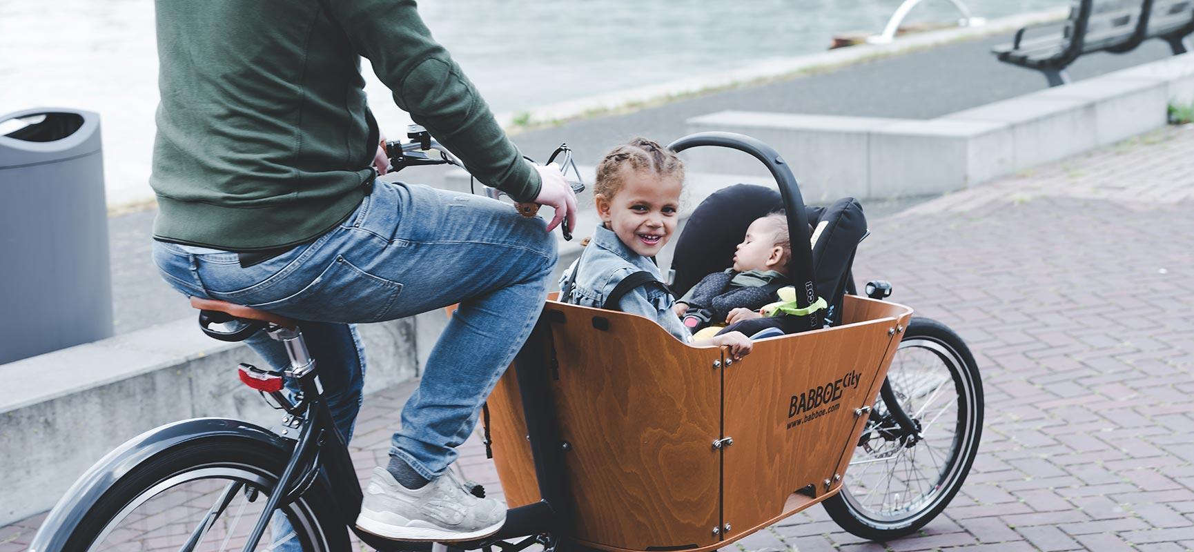 Utile! Prendre un maxi cosi dans le vélo cargo